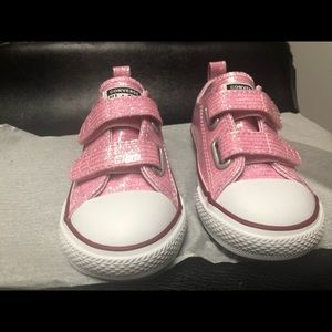 Chuck Taylor Pink Sparkle Low Top (NEVER WORN)